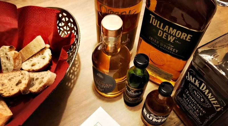 Whisky-Verkostung mit Brot, um zu neutralisieren