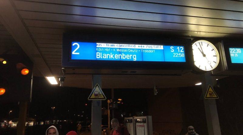 """Die Anzeige """"Zug fällt aus"""" und schon ist es ein Fall für die Mobilitätsgarantie"""