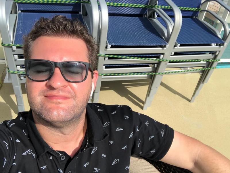 Timo mit leichtem Sonnenbrand auf seiner Transatlantik-Kreuzfahrt