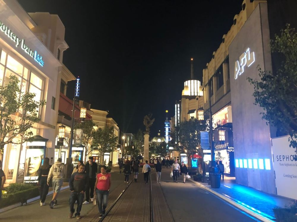 Mall The Grove in Los Angeles
