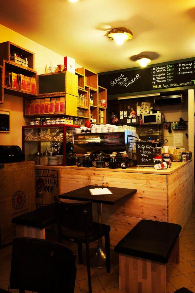 Köln: Auf eine Melange im Café Der Tiroler