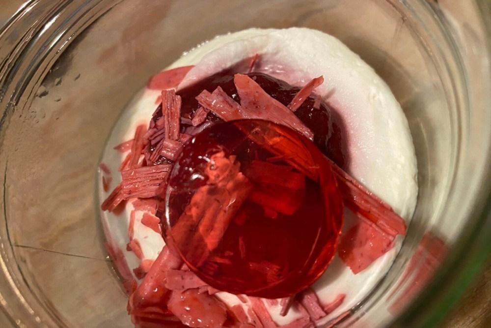 Das Dessert von Le Moissonnier mit Litschi, Rose und Himbeere