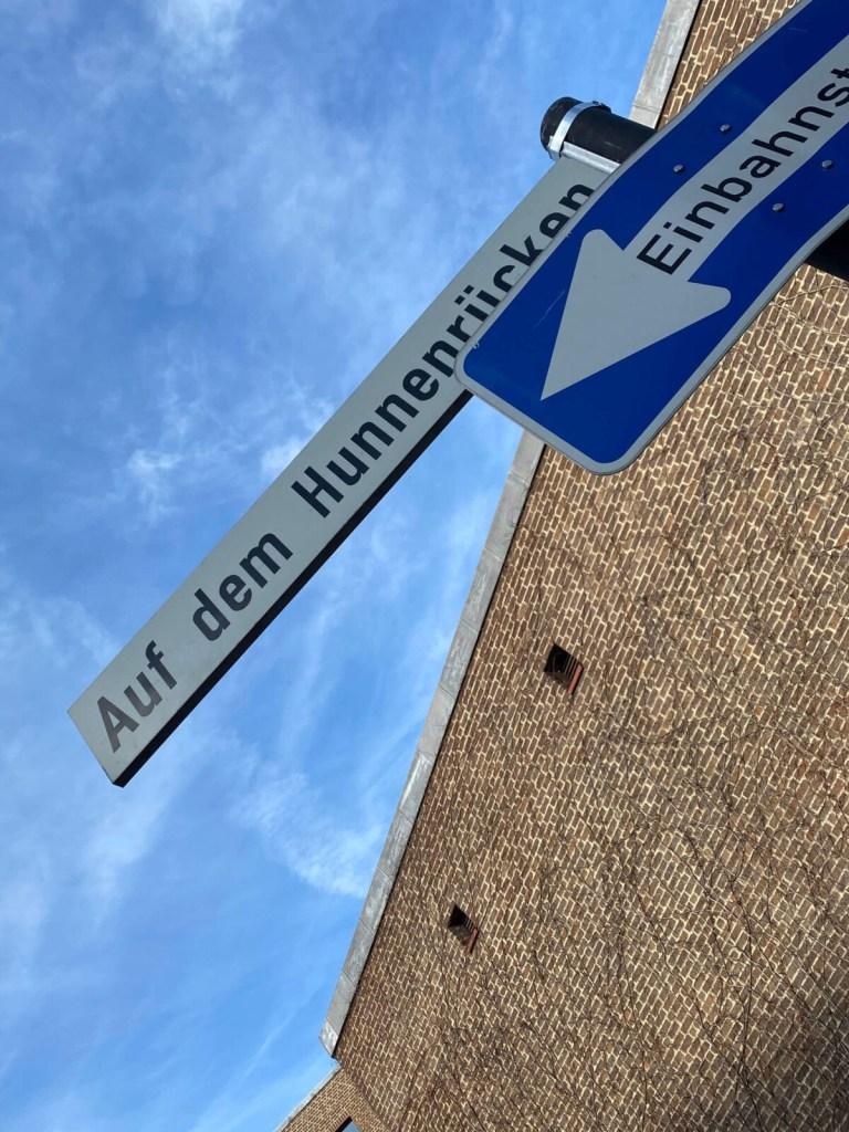 Köln: Stadtwanderung entlang lustiger Straßennamen