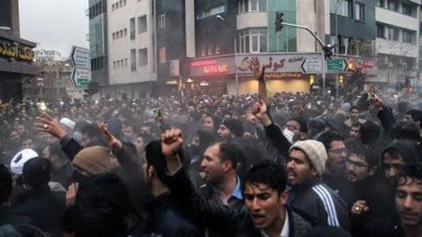 حزب تودة الإيراني يدعم الإنتفاضة الشعبية ، ويشكل إحراجا لمواقف أحزاب اليسار الرسمي في سوريا ولبنان