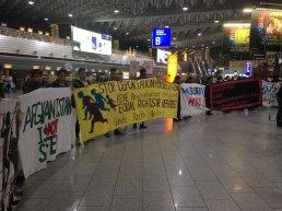 Demo gegen Abschiebungen im Frankfurt Flughafen