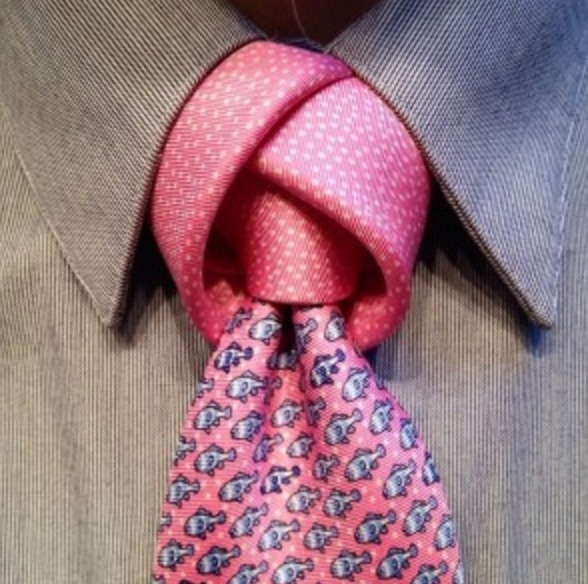 The tulip is named after the flower it resembles. This knot is perfect for a spring or summer wedding.