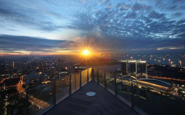 The 1- Altitude is located on the 63rd floor in One Raffles Place, Singapore.