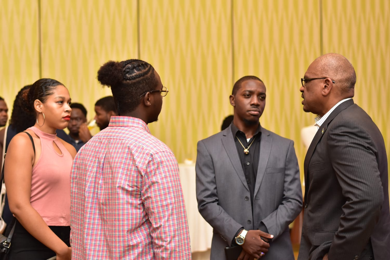 Prime Minister Minnis speaks with Bahamian students