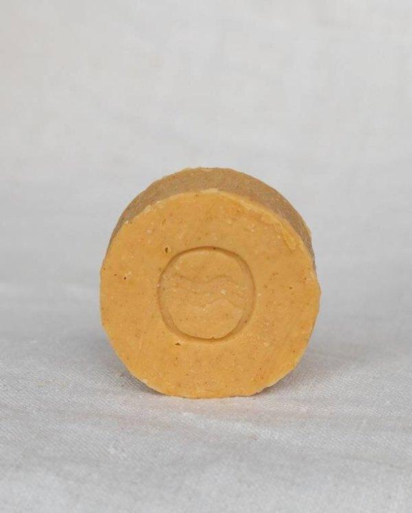 savon-solide-rond-un-teint-de-lucie-emballe
