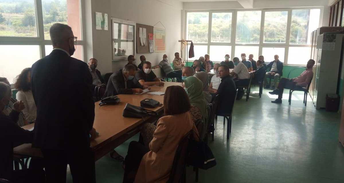 Mësuesi Raif Myrtezani nga fshati Zaplluxhe është pensionuar.