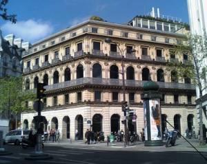 Maison Dorée – restauracja i kawiarnia, która gościła w swoich salonach cały świat polityczno-artystyczno-literacki. Od 1976 roku siedziba banku BNP Paribas, ze znakomicie zachowaną i odrestaurowaną elewacj