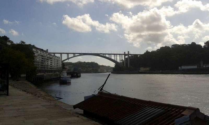 Ponte Arrábida - jeden z mostů přes řeku Douro