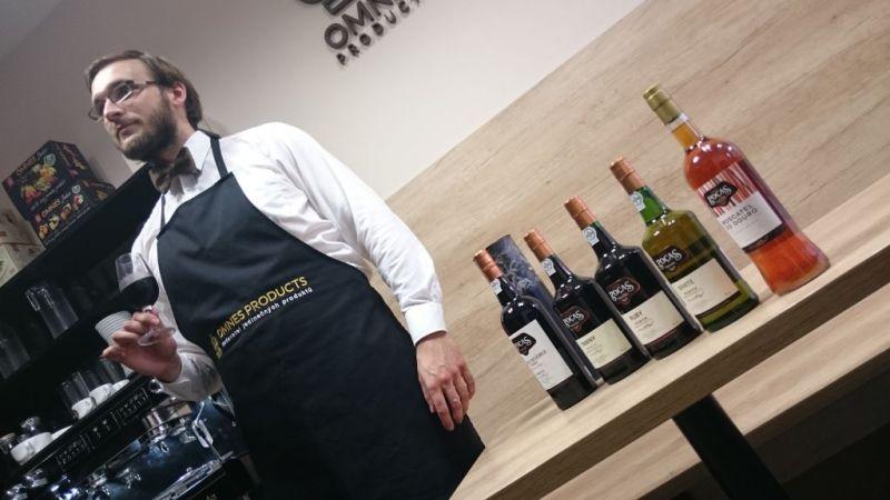 Tomáš má v OMNES PRODUCTS na starosti portská vína. Chcete-li zážitek, jděte za ním.