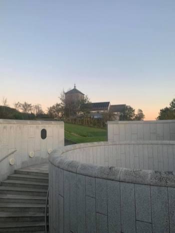 Inngang Nordvegen og kirken