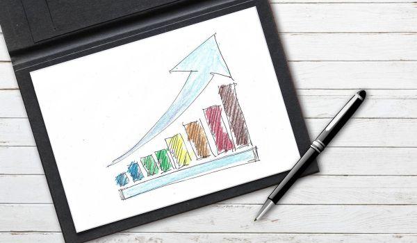 Dibujo representando el crecimiento exponencial de los clientes y las ventas de un negocio.