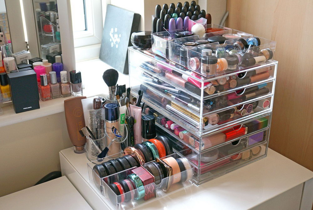Acrylic Makeup Organizer With Crystal Knobs