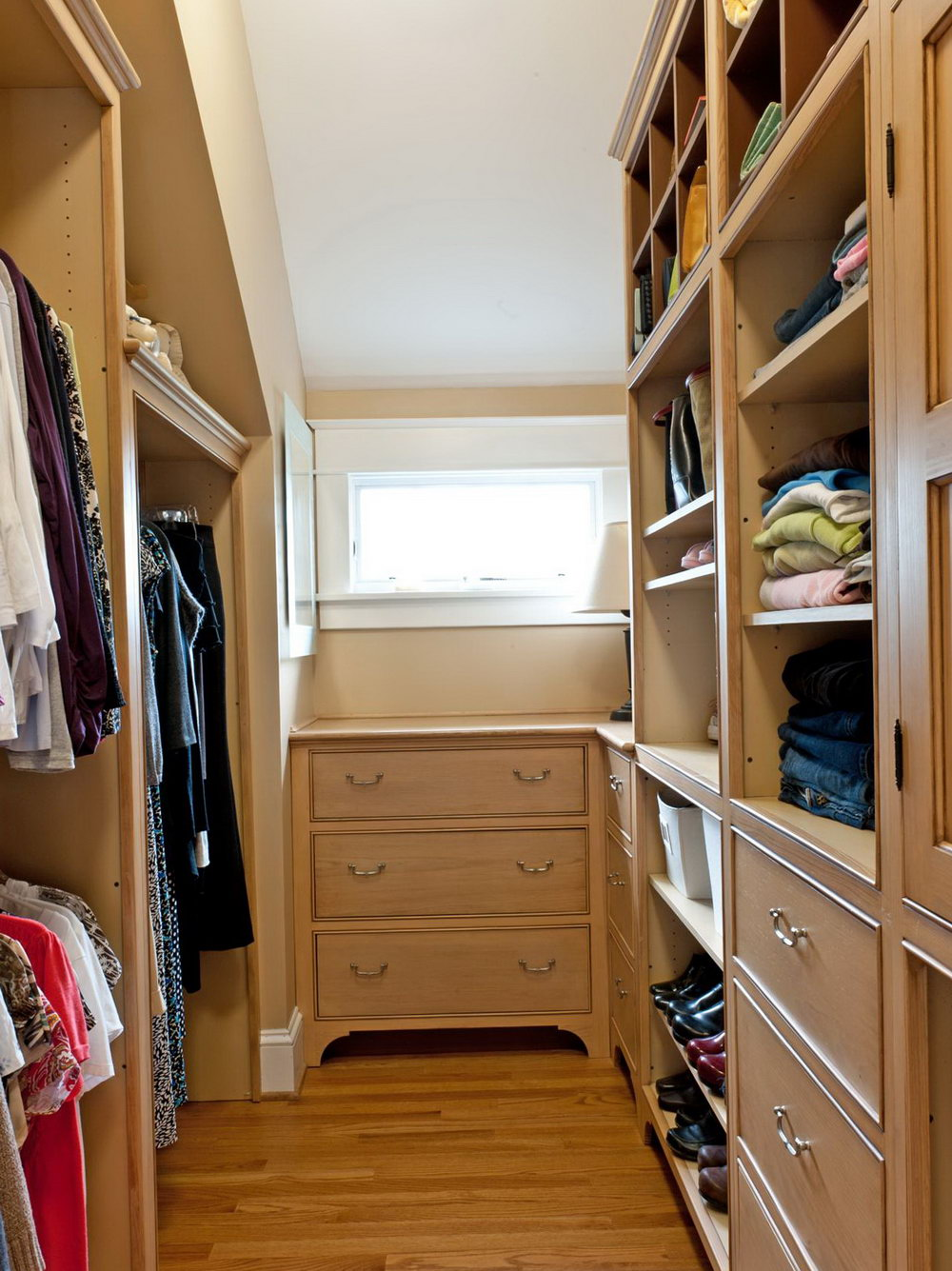 Small Walk In Closet Layout