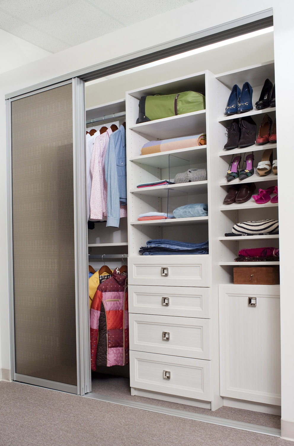 Custom Reach In Closet Design