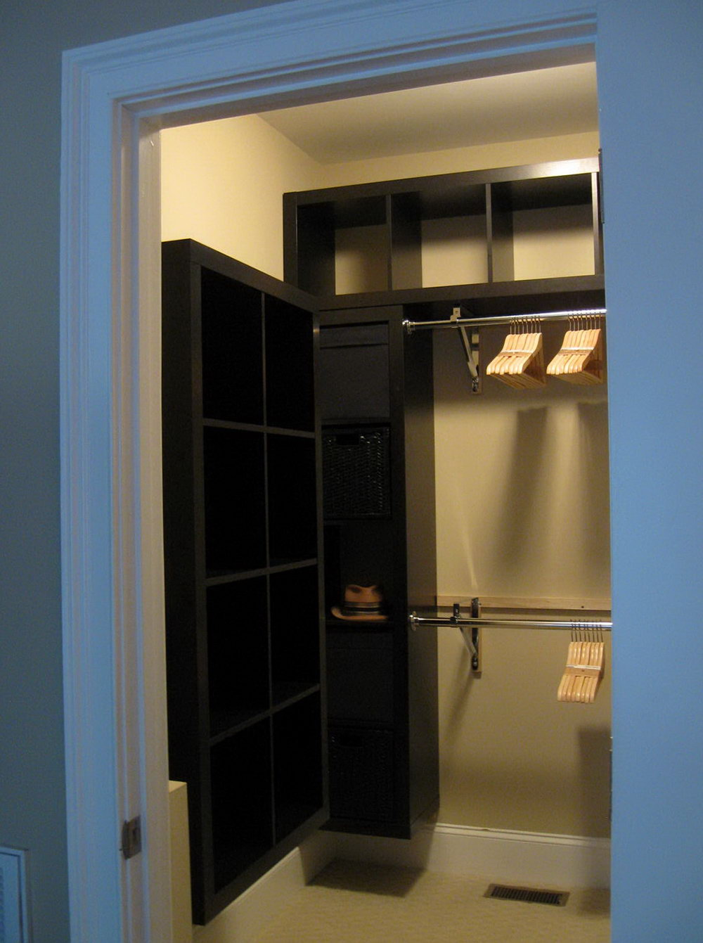 Small Walk In Closets Dimensions