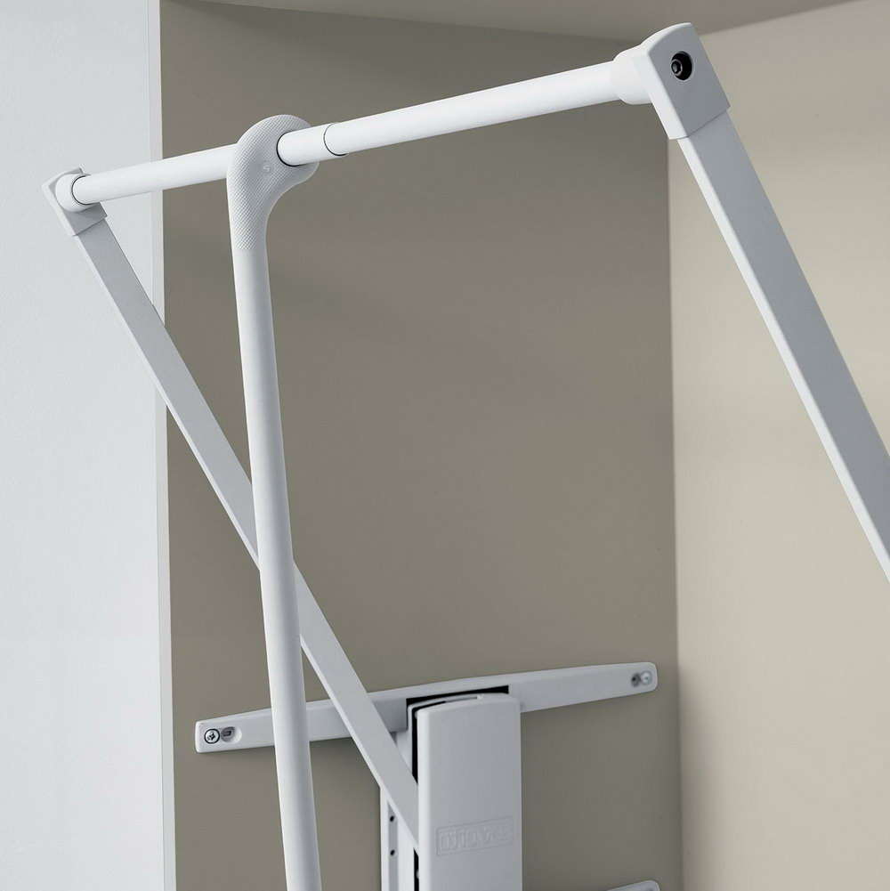 Pull Out Closet Hanger