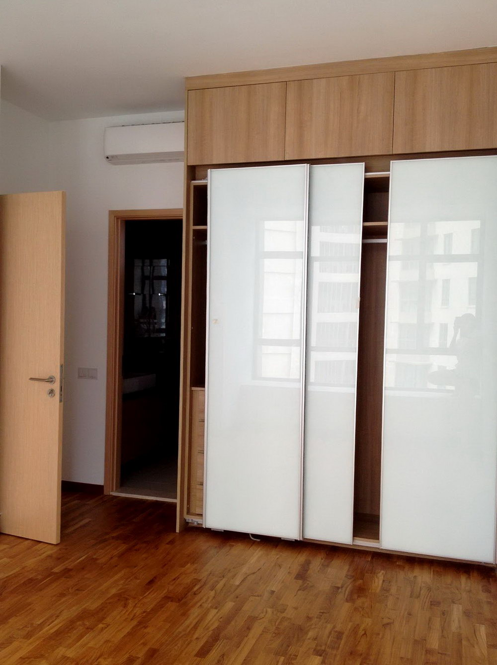 Simple Closet Designs With Doors