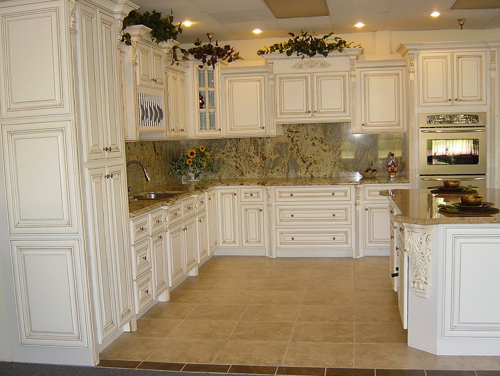 Antique White Kitchen Cabinets Backsplash