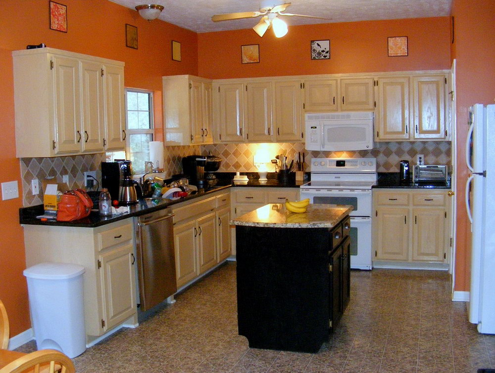 Cream Kitchen Cabinets With Black Granite Countertops