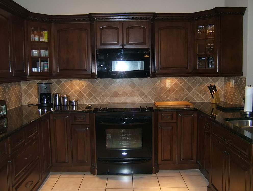 Oak Kitchen Cabinets With Dark Countertops