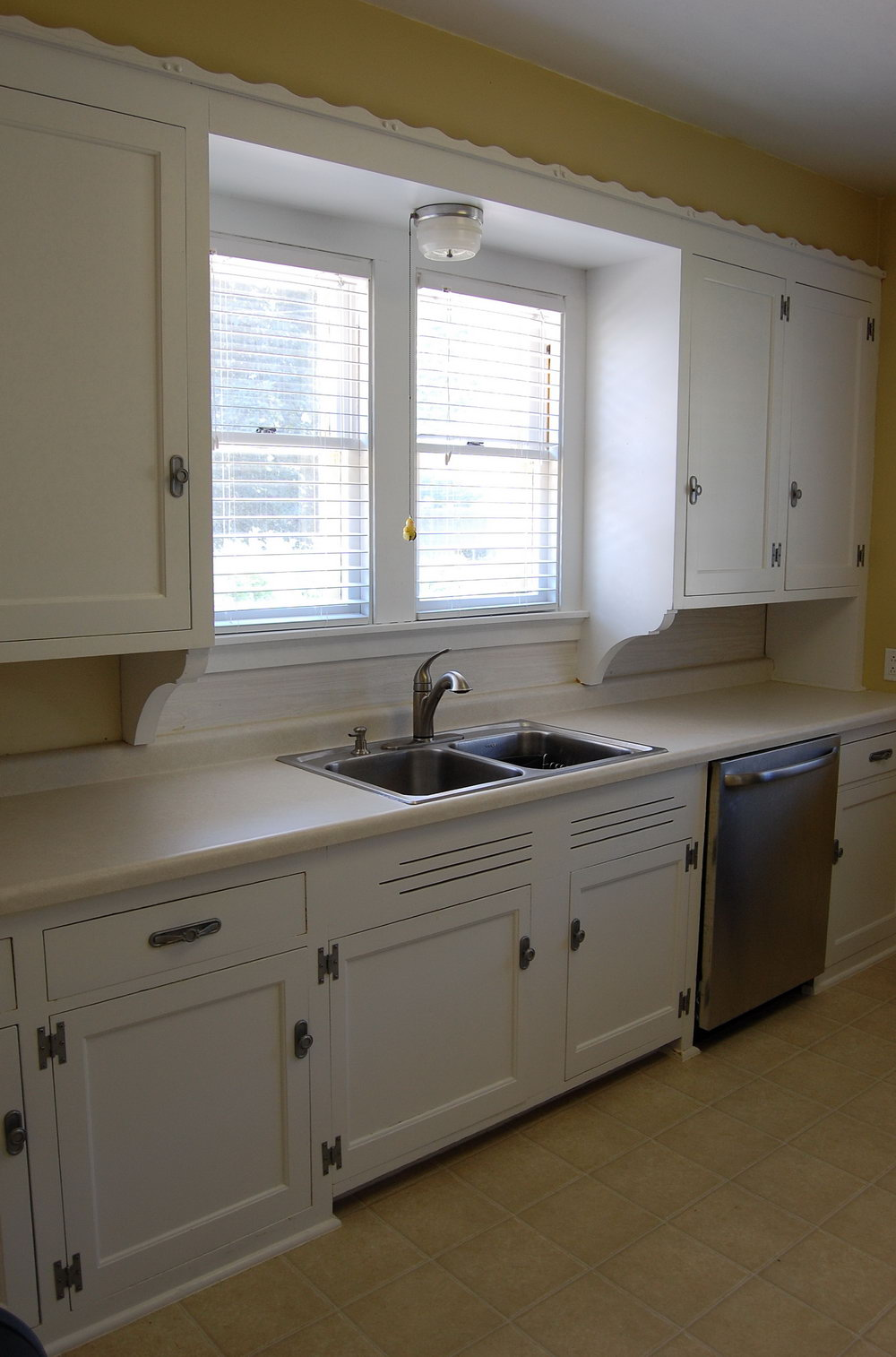 Paint Kitchen Cabinets Antique White