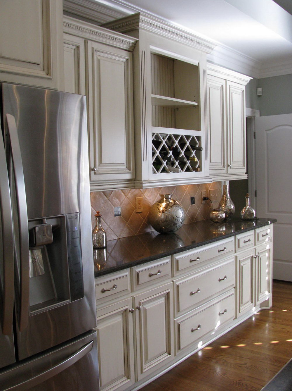 Cream Colored Kitchen Cabinets With Brown Glaze