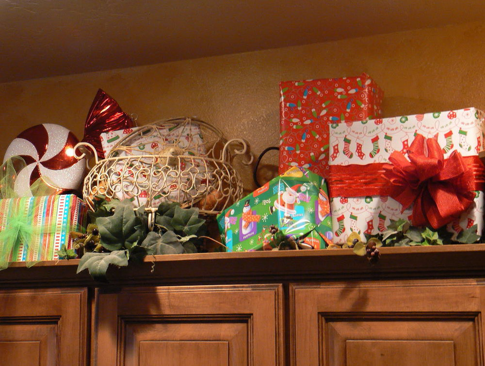 Decorating Above Kitchen Cabinets For Christmas