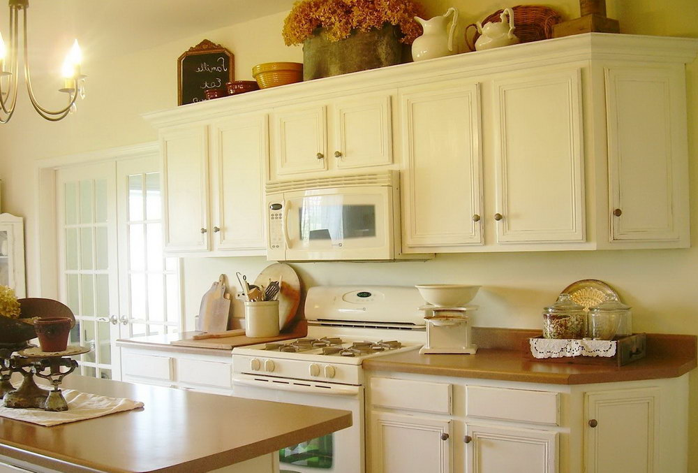 Distressed White Shaker Kitchen Cabinets