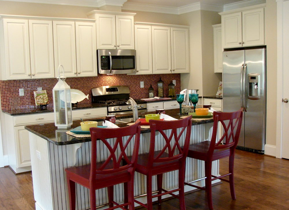 Farmhouse Kitchen Cabinets With Barn Red Accents
