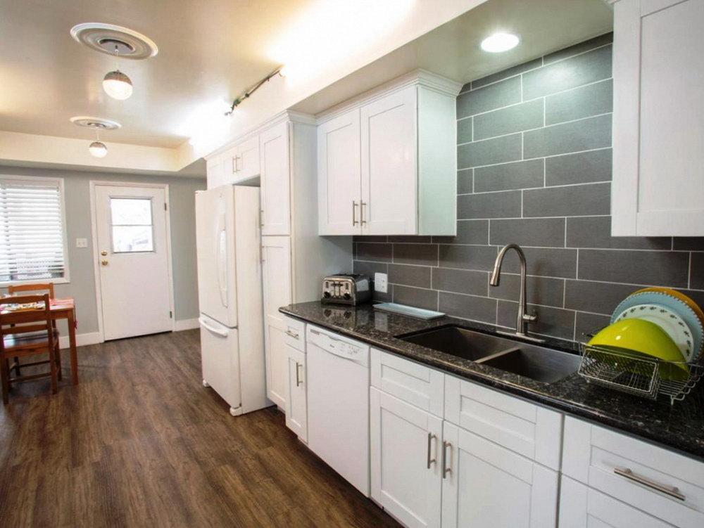 Kitchen Cabinets And Quartz Countertops