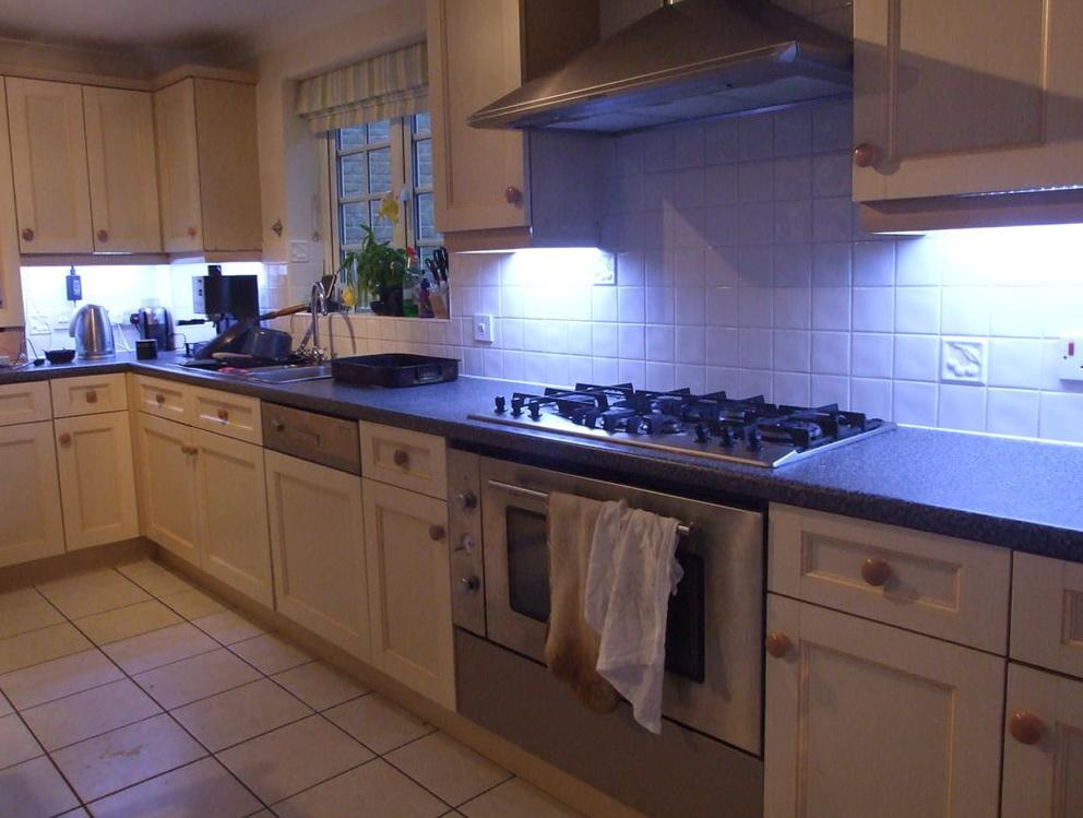 Led Lights Under Kitchen Cabinets
