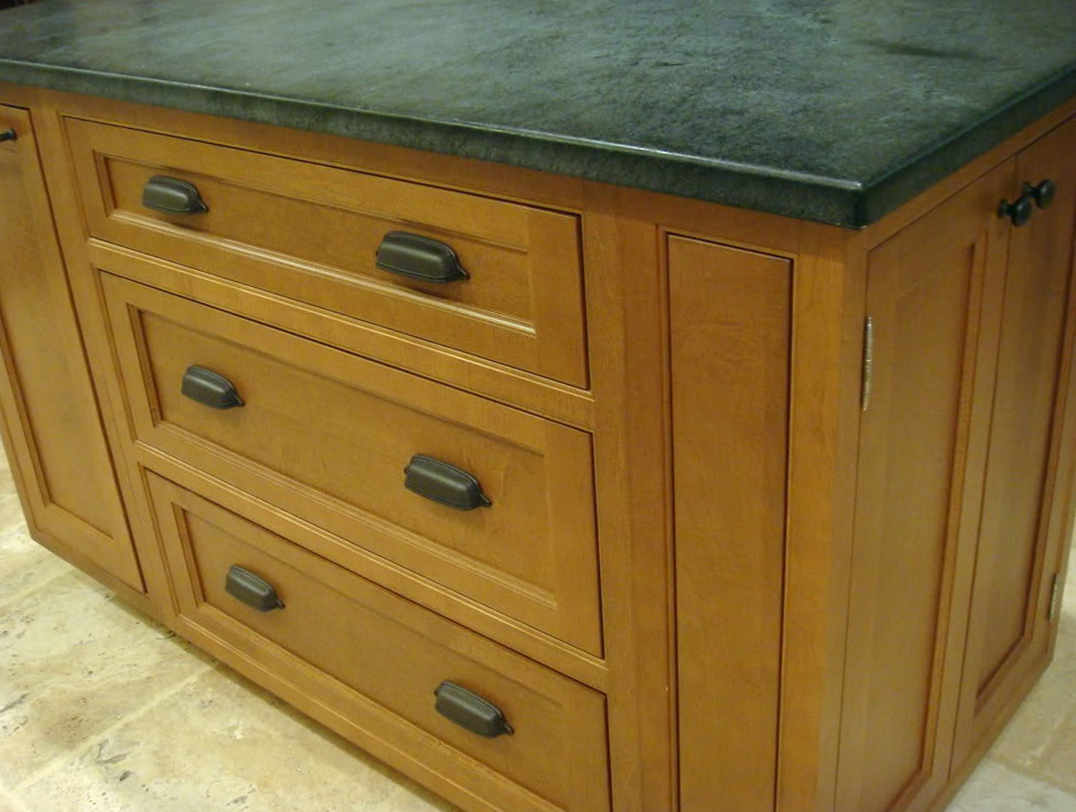 Pictures Of Kitchen Cabinets With Cup Pulls