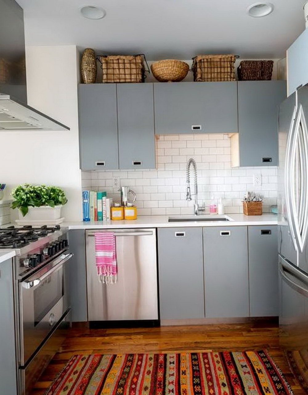 Small Kitchen Cabinets Colors