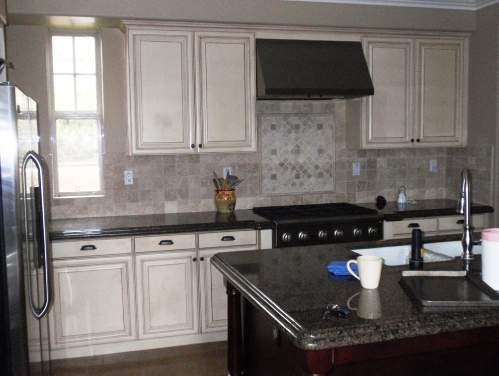 What Color To Paint Kitchen Cabinets With Black Countertops