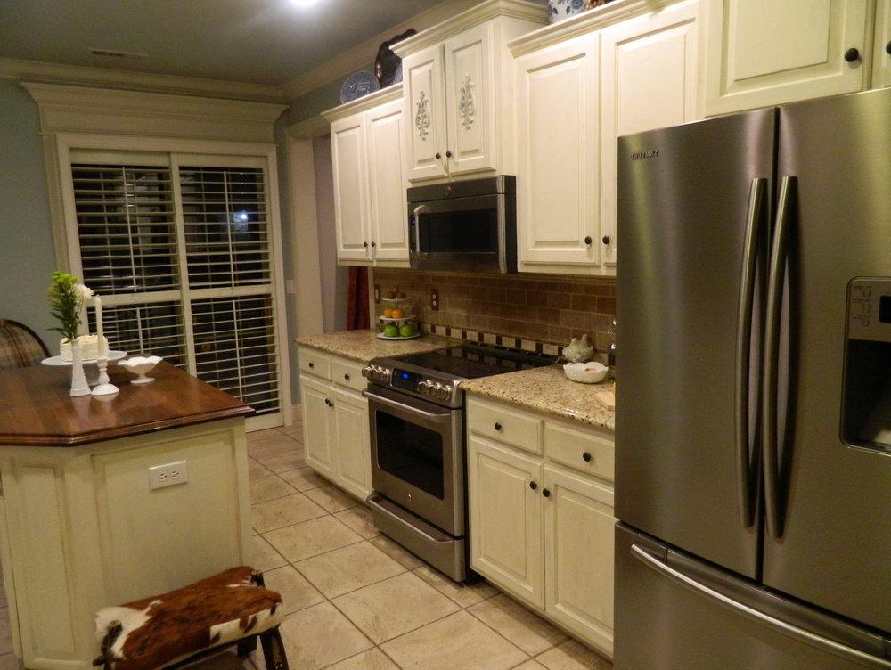 White Chalk Paint On Kitchen Cabinets