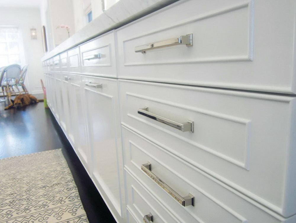 White Kitchen Cabinets Hardware