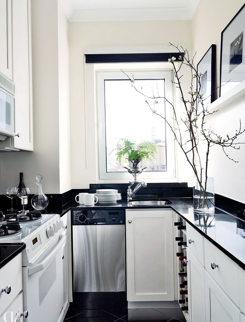 Black Lower And White Upper Kitchen Cabinets