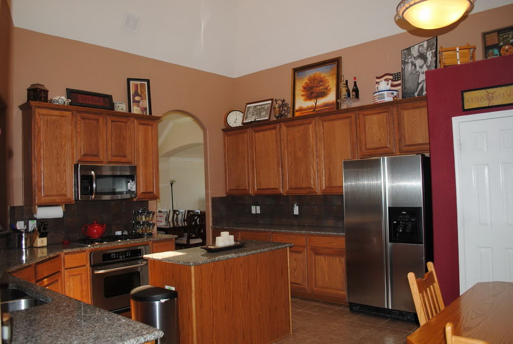 Brown Kitchen Cabinets Wall Color