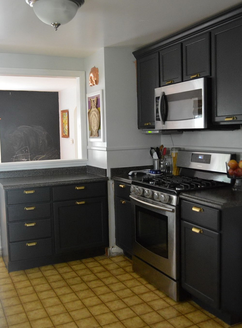 Dark Grey Kitchen Cabinets With Light Grey Walls