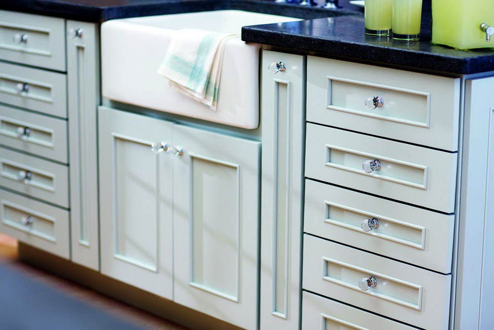 Kitchen Cabinets With Drawer Pulls