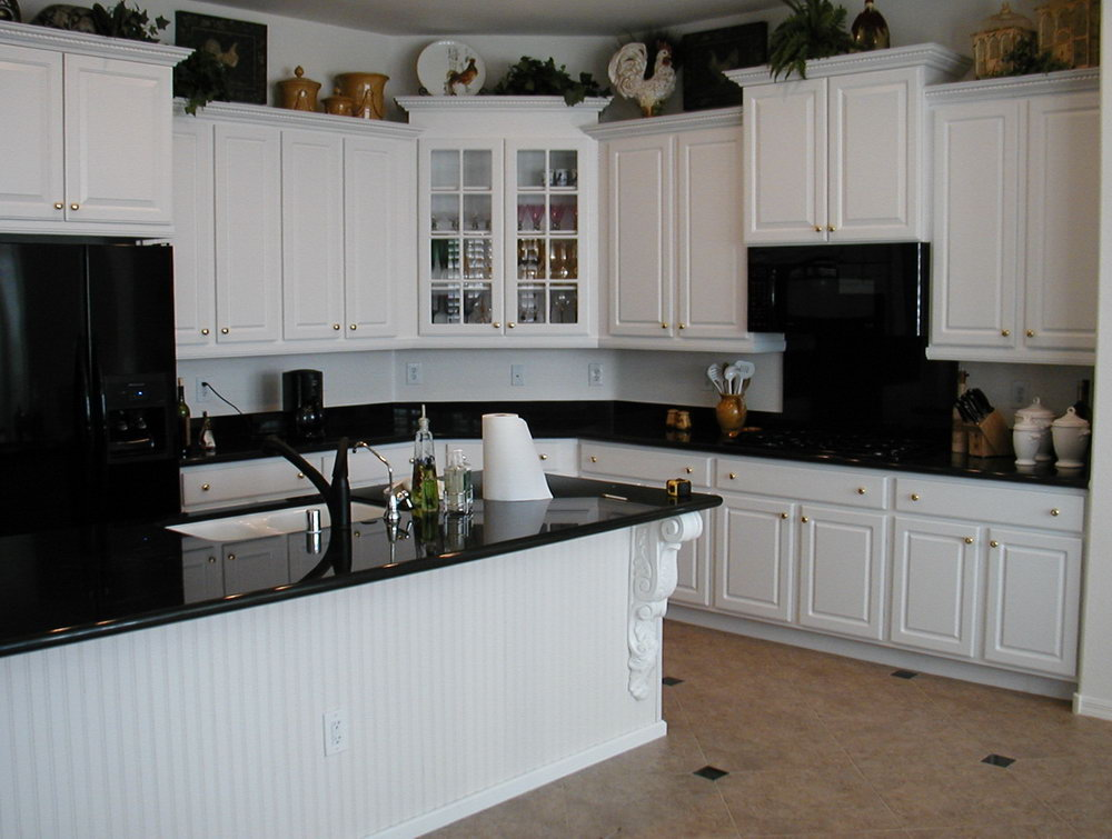 Kitchen Designs With White Cabinets And Black Countertops