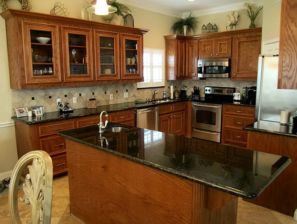 Kitchens With Oak Cabinets And Slate Appliances