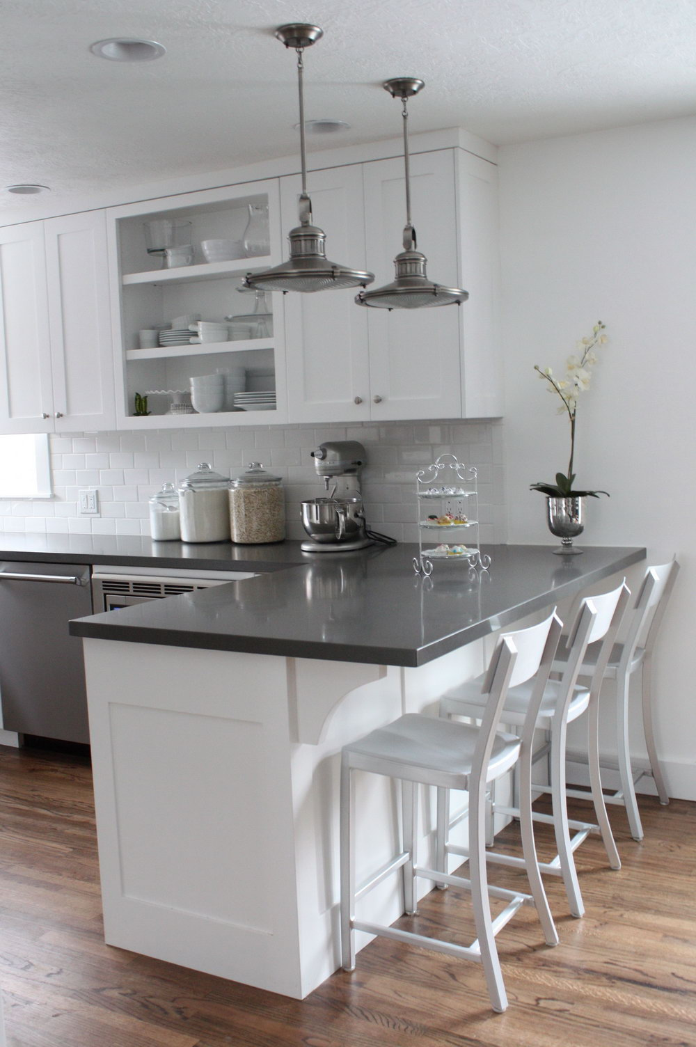 Light Grey Kitchen Cabinets With White Countertops