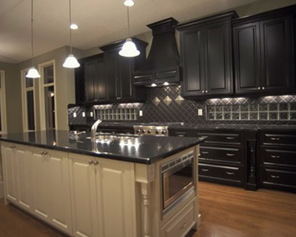 Light Kitchen Cabinets Dark Countertops
