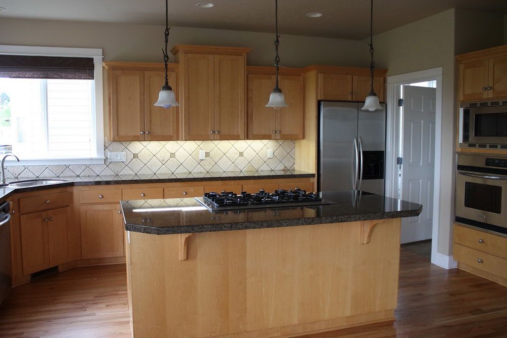 Light Kitchen Cabinets With Dark Floors