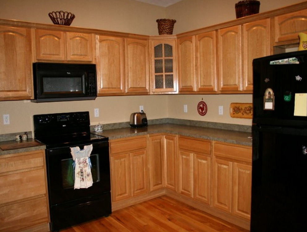 Light Oak Kitchen Cabinets Wall Color